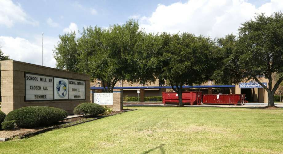 Willowridge High School will have a delayed start date because of black mold, as efforts to clean it up were underway, Thursday, Aug. 3, 2017, in Houston. ( Karen Warren / Houston Chronicle )Willowridge High School is closed for several months to remediate a mold infestation that ravaged the campus over the summer in 2017 and claimed furniture, flooring, supplies and teachers' personal items. When school starts on Aug. 22, 2017, Willowridge's 1,300 students will start classes Thurgood Marshall High School, a neighboring Fort Bend ISD campus. Photo: Karen Warren/Houston Chronicle, Karen Warren | Houston Chronicle