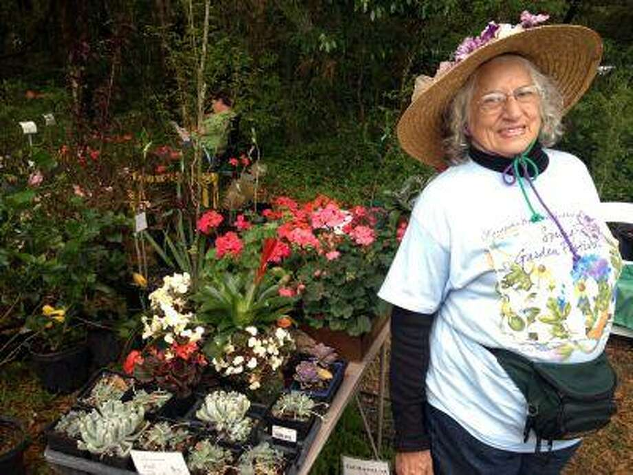 Emily Notestein selling plants at a spring garden festival soon after she had surgery for breast cancer. Photo: THE WASHINGTON POST / THE WASHINGTON POST