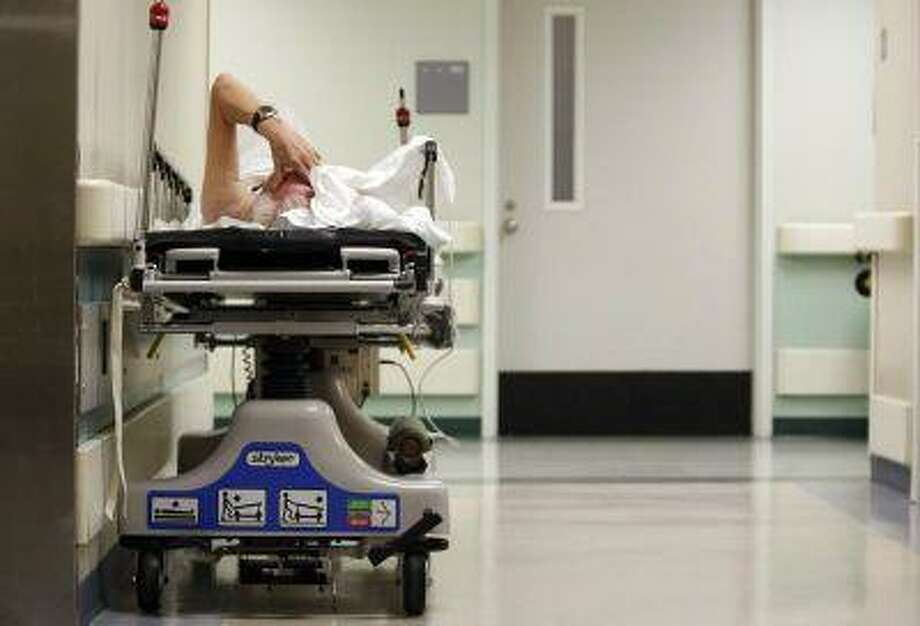 A patient waits in the hallway at a General Hospital in Houston, Texas, July 27, 2009. (REUTERS/Jessica Rinaldi) / X01704
