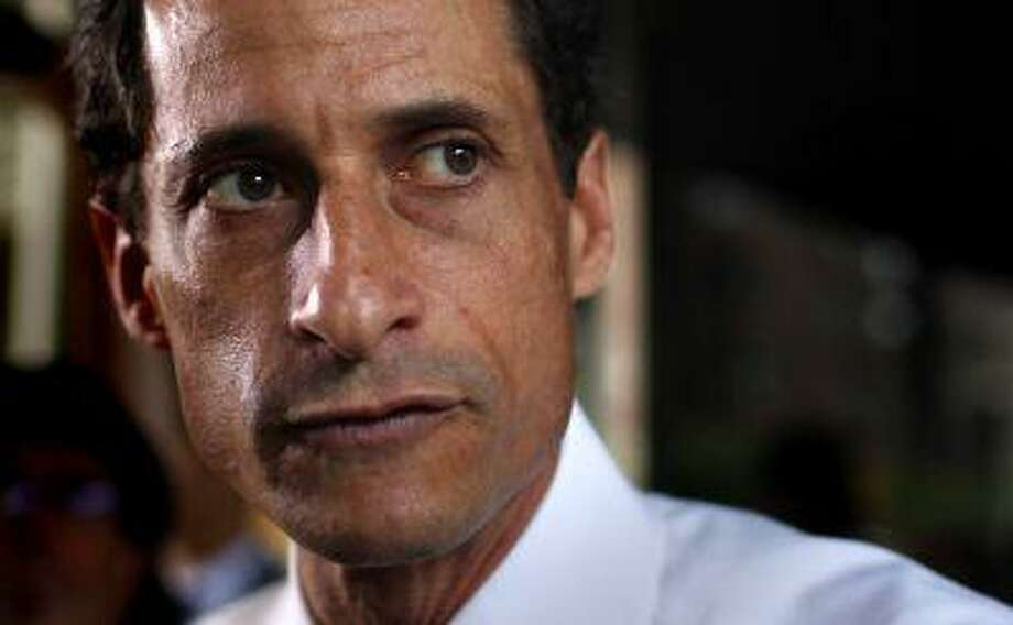 Former U.S. congressman from New York and current Democratic candidate for New York City Mayor Anthony Weiner stops to speak to the media outside his New York City apartment July 24, 2013. Photo: REUTERS / X90033
