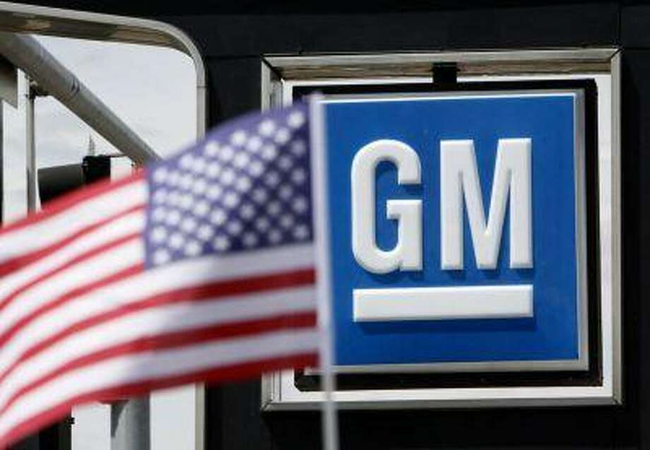 The U.S. flag flies at the Burt GM auto dealer in Denver June 1, 2009. REUTERS/Rick Wilking / X00301