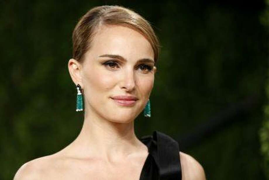 """Natalie Portman arrives at the 2013 Vanity Fair Oscars Party in West Hollywood, Calif. in this February 24, 2013 photo. Portman will direct her first feature film based on """"A Tale of Love and Darkness,"""" a memoir by Israeli novelist Amos Oz. REUTERS/Danny Moloshok/Files Photo: REUTERS / X01907"""