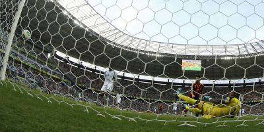 Spain's Cesc Fabregas (in red) watches as his shot hits the goalpost and bounces to Nigeria's goalkeeper Vincent Enyeama (R), who makes a save, during their Confederations Cup Group B soccer match at the Estadio Castelao in Fortaleza June 23, 2013. Photo: REUTERS / X00446