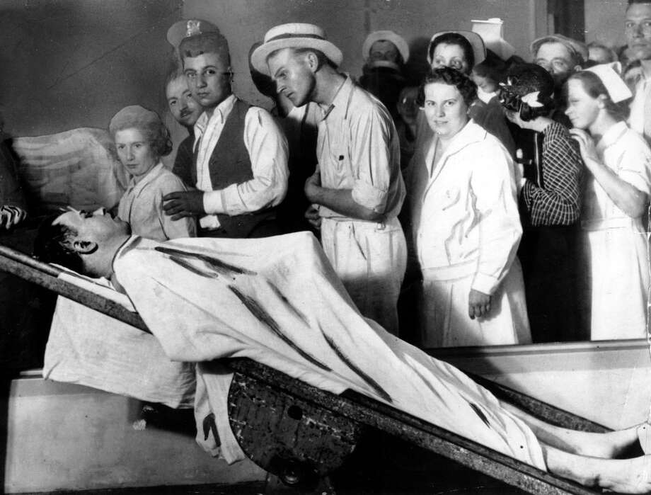 People view the body of gangster John Dillinger in a Chicago morgue in December 1934. (AP Photo) Photo: ASSOCIATED PRESS / AP1934