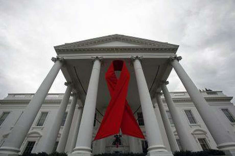 An AIDS ribbon hangs from the North Portico of the White House in Washington, November 30, 2010. / X90065