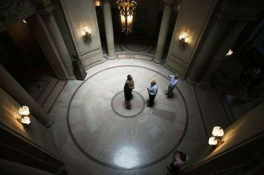 A same-sex couple weds at City Hall in San Francisco, June 29, 2013. Photo: REUTERS / X02798