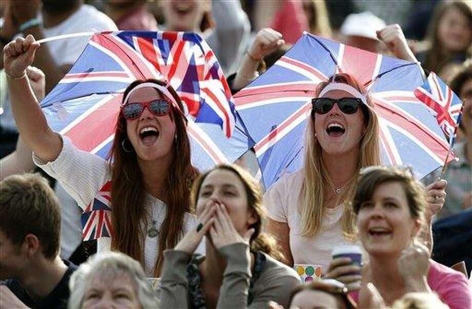 Spectators at Wimbledon.(AP Photo/Sang Tan) Photo: AP / AP