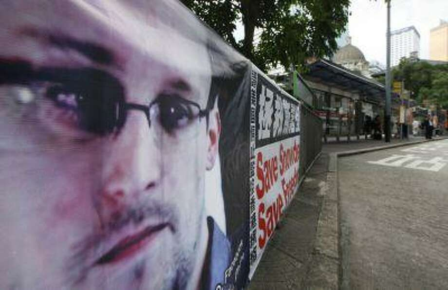 A banner supporting Edward Snowden, a former CIA employee who leaked top-secret documents about sweeping U.S. surveillance programs, is displayed at Central, Hong Kong's business district, Thursday, June 20, 2013. Photo: ASSOCIATED PRESS / AP2013