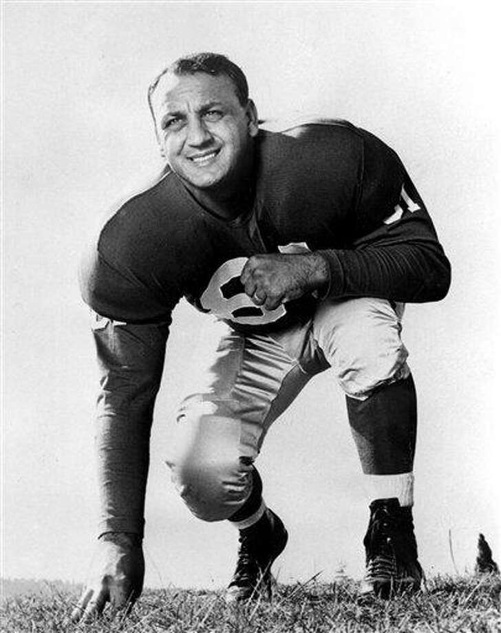 FILE-This Dec. 11, 1956 file photo shows Andy Robustelli, an end for the New York Giants. A football Hall of Famer, Robustelli, who played for the New York Giants and Los Angeles Rams during a 14-year NFL career, has died. He was 85. It wasn't immediately clear where and when Robustelli died. His death was first reported by The Advocate of Stamford. (AP Photo/File) Photo: AP / AP1956