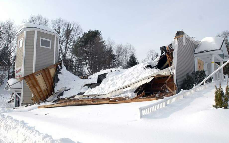New Haven--The collapsed roof at Amato's Ristorante and Catering in North Branford.  Photo by Brad Horrigan/New Haven Register-01.28.11.