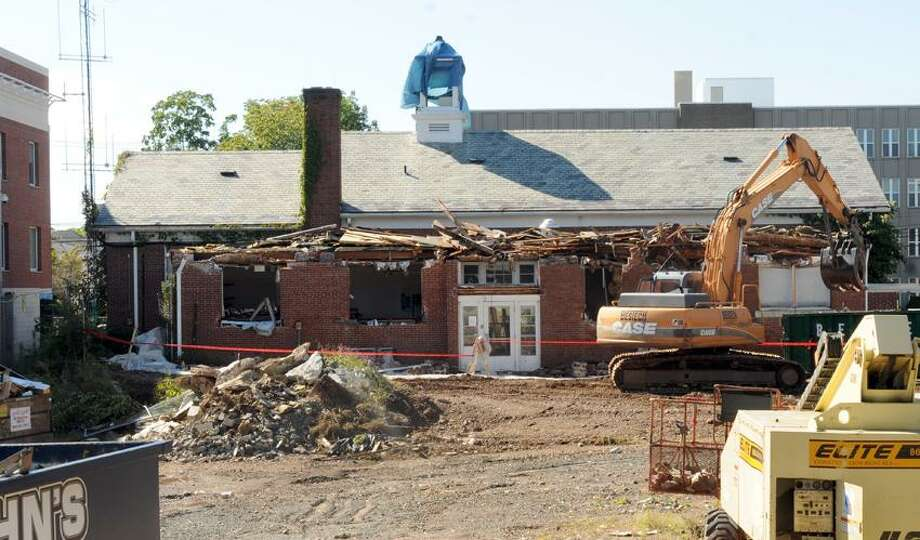 Demolition started Wednesday on the first of two old buildings that housed the Hamden Police Department. Peter Hvizdak / New Haven Register Photo: New Haven Register / ©Peter Hvizdak /  New Haven Register