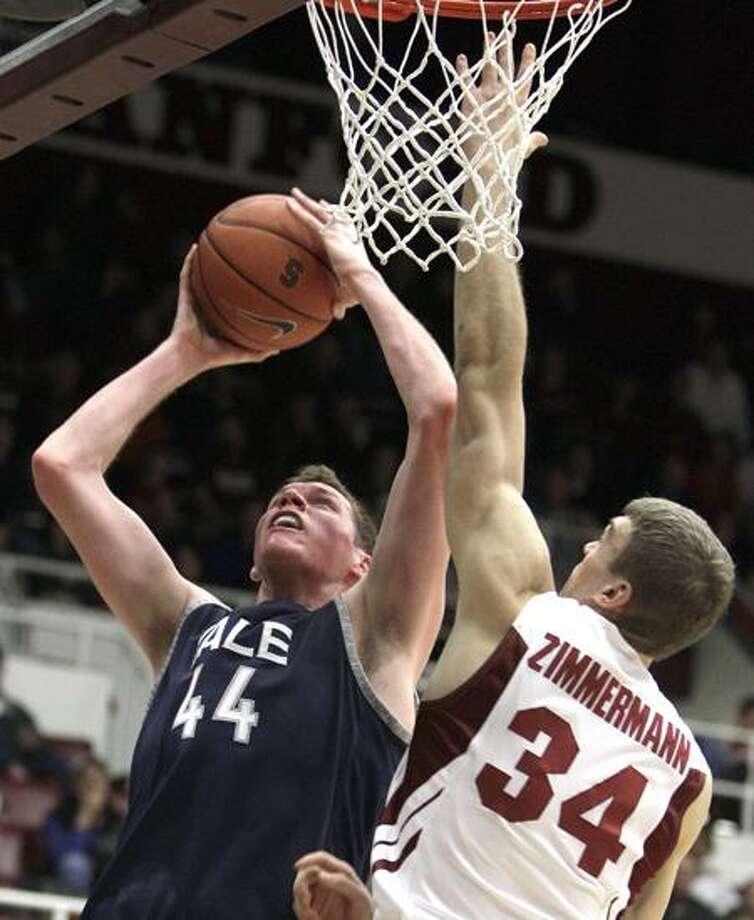 Yale's Greg Mangano (44). (AP file photo/Ben Margot) Photo: AP / AP2010