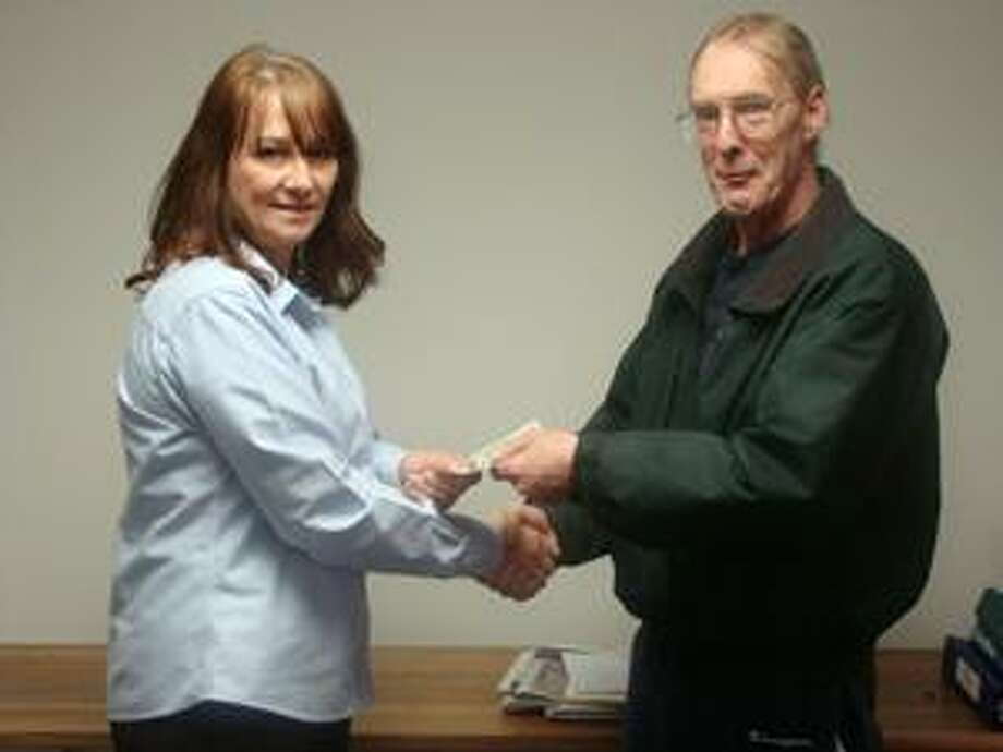 Dispatch Staff Photo Dispatch General Manager and Advertising Director Karen Alvord, left, shakes hands with the Big Event contest winner Steve McCulley, of Oneida.
