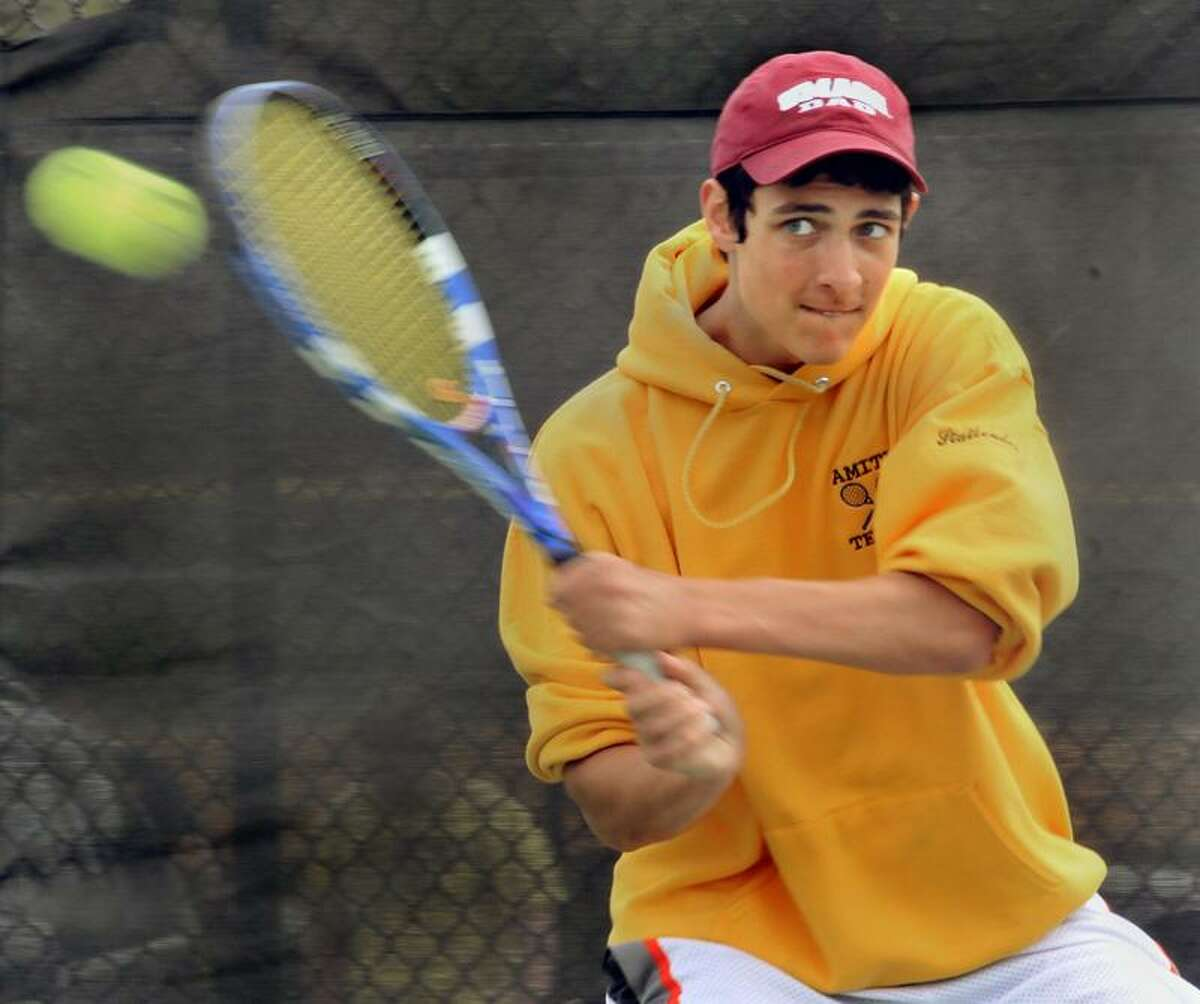 Amity's co-captain Ori Statlender at tennis practice. Melanie Stengel/Register