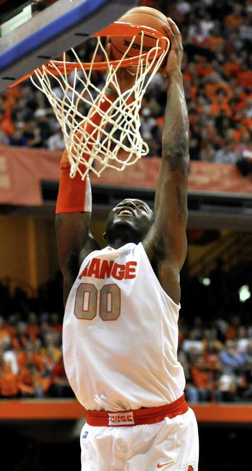 Syracuse's Rick Jackson dunks against Notre Dame during the second half of an NCAA college basketball game in Syracuse, N.Y., Saturday, Jan. 1, 2011. Syracuse won 70-58. (AP Photo/Kevin Rivoli) Photo: AP / FR60349 AP