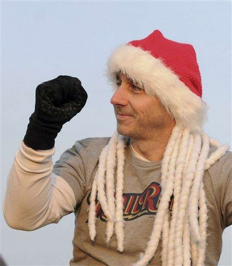 New York Yankees general manager Brian Cashman gestures before rappeling down the Landmark Building in Stamford, Conn., during a practice run for a charity event, Friday, Nov. 30, 2012. (AP Photo/The Stamford Advocate, Lindsay Niegelberg) MANDATORY CREDIT Photo: AP / Stamford Advocate