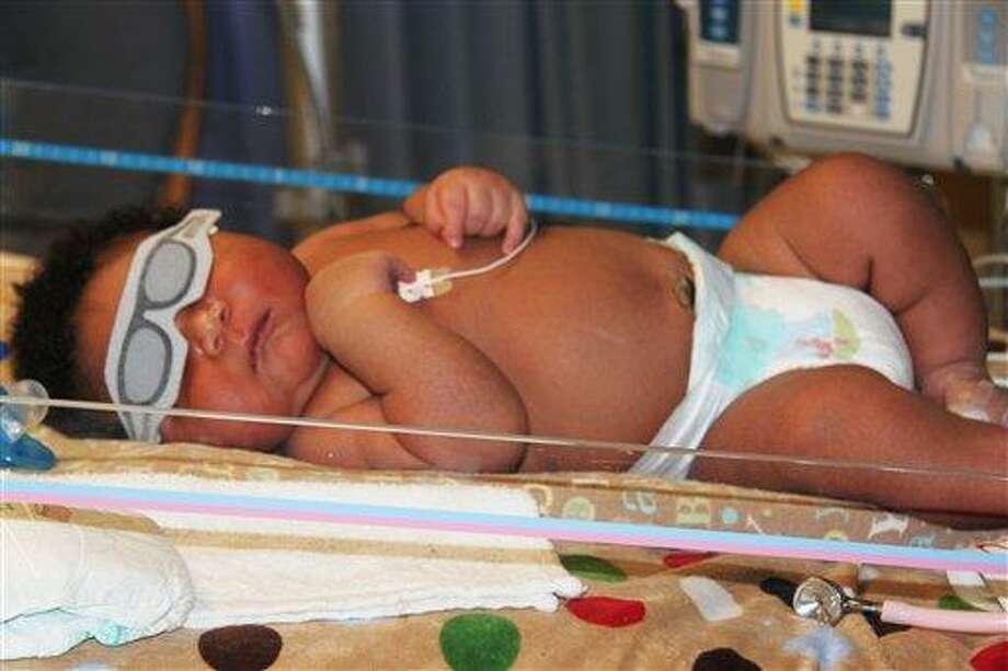 JaMichael Brown, 16 pounds, 1 ounce, is in Good Shepherd Medical Center's neonatal care unit in Longview, Texas. Doctors for his mother, Janet Johnson, called JaMichael one of the biggest newborns they've ever seen. (AP Photo/Good Shepherd Medical Center) Photo: ASSOCIATED PRESS / AP2011