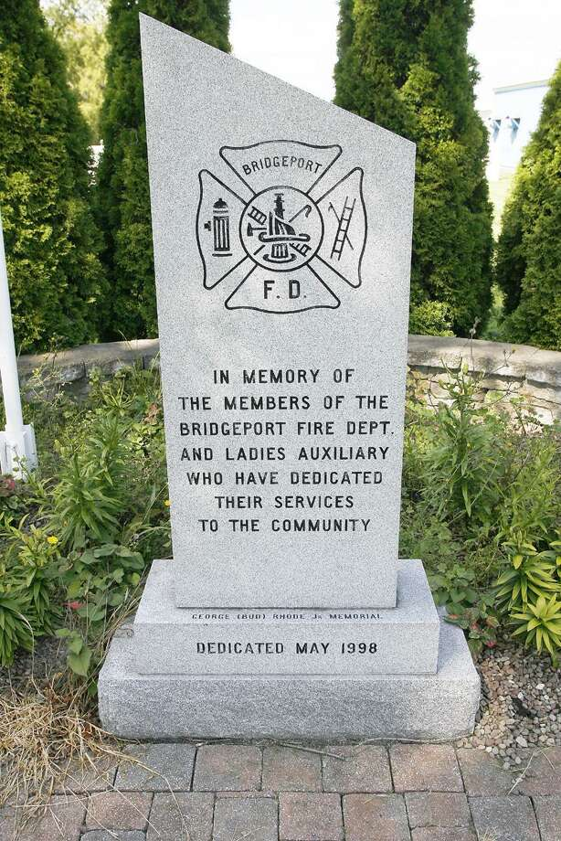 Photo by JOHN HAEGER (Twitter.com/OneidaPhoto)  A memorial at the Bridgeport Fire Dept. on Tuesday, Aug. 30, 2011.