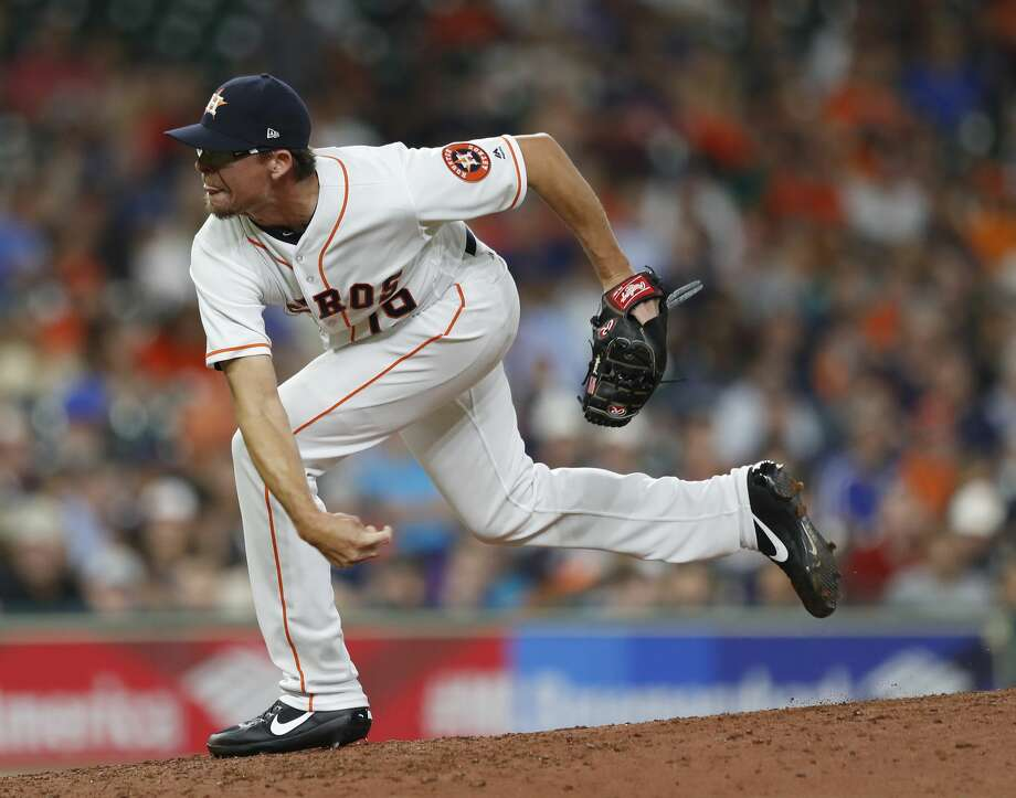 Houston Astros relief pitcher Tyler Clippard (19) pitches during the seventh inning of an MLB game at Minute Maid Park, Wednesday, Aug. 16, 2017, in Houston.  ( Karen Warren / Houston Chronicle ) Photo: Karen Warren/Houston Chronicle