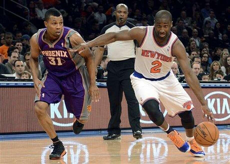 New York Knicks' Raymond Felton, right, drives on Phoenix Suns' Sebastian Telfair in the second quarter of the NBA basketball game in New York, Sunday, Dec. 2, 2012. Felton was the Knicks' second high scorer with 23 points. (AP Photo/Henny Ray Abrams) Photo: ASSOCIATED PRESS / AP2012