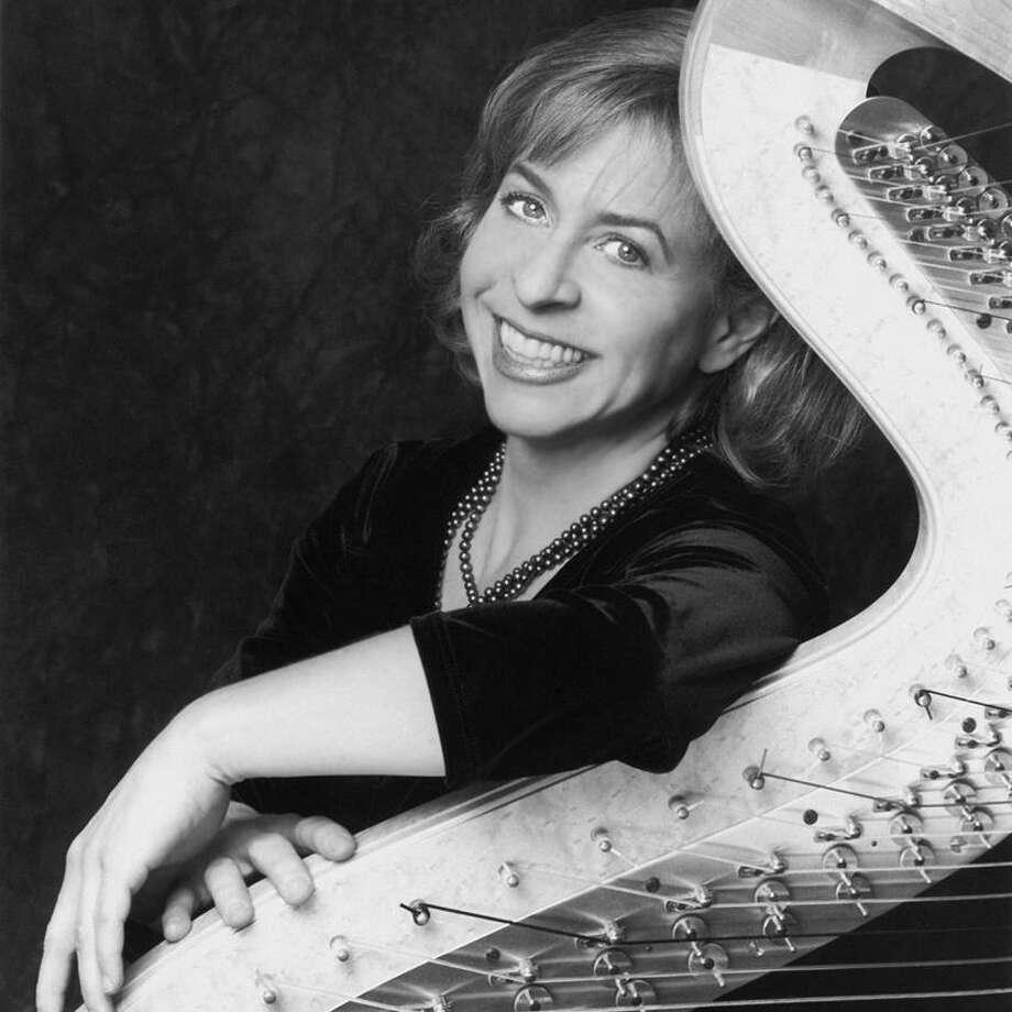 NHSO photo: Jennifer Hoult, harp