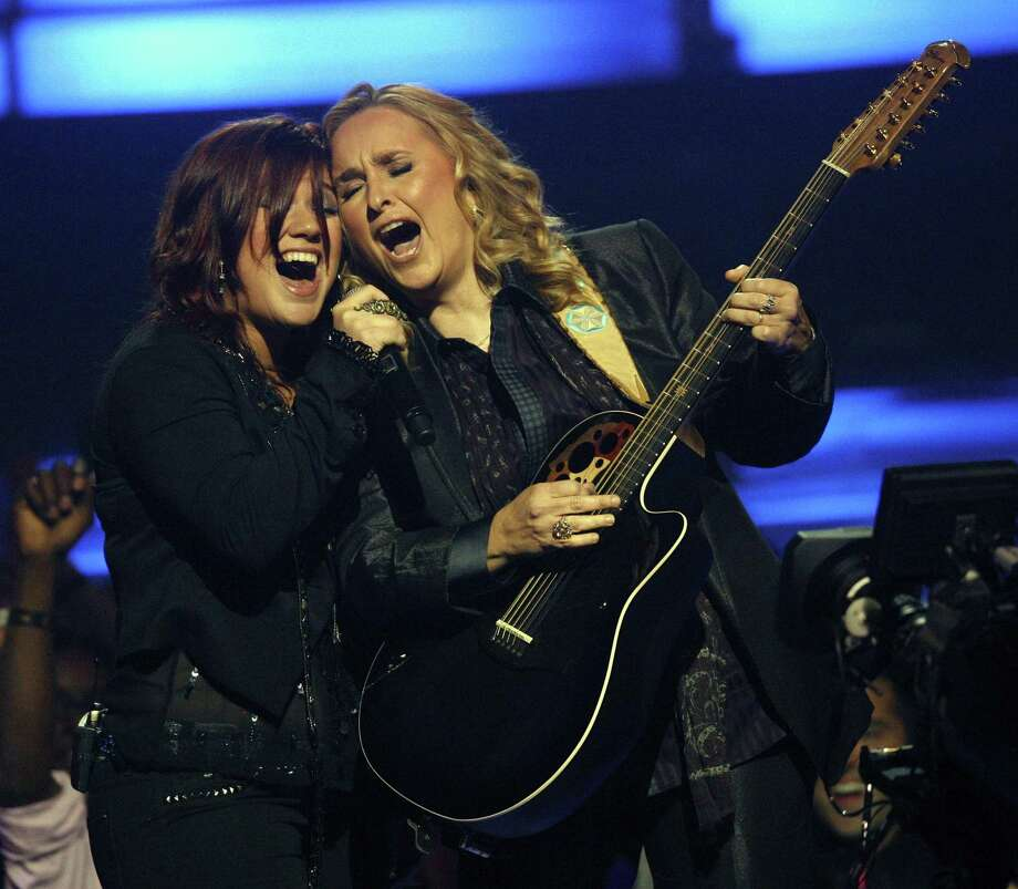 Kelly Clarkson, left, and Melissa Etheridge perform during the VH1 Divas concert on Thursday, Sept. 17, 2009 in New York.    (AP Photo/Jason DeCrow) Photo: ASSOCIATED PRESS / AP2009