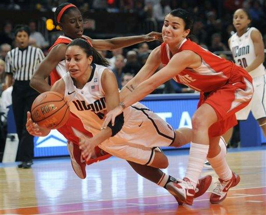 Connecticut's Bria Hartley, left, and Ohio State's Samantha Prahalis fight over a loose ball in the second half of an NCAA college basketball game in the Maggie Dixon Classic at Madison Square Garden in New York, Sunday, Dec. 19, 2010. Connecticut won its 88th game in a row, 81-50. (AP Photo/Henny Ray Abrams) Photo: AP / FR151332 AP