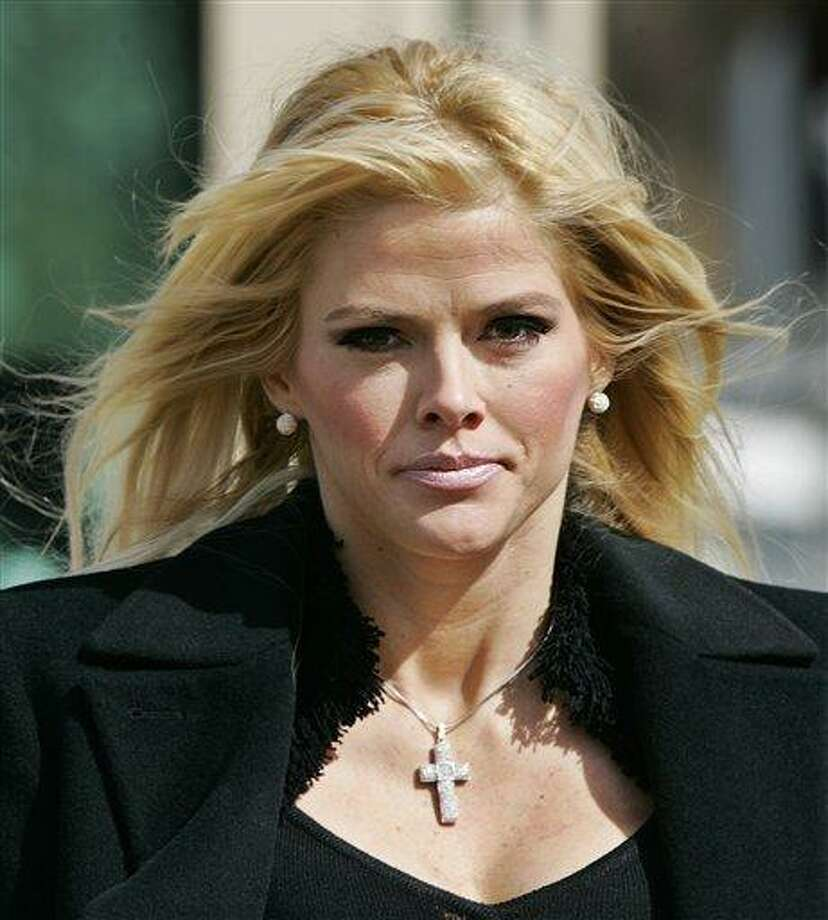 """FILE - In this Feb. 28, 2006, file photo, Anna Nicole Smith, leaves the U.S. Supreme Court in Washington. Anna Nicole Smith may have been just a """"B-list celebrity,"""" but she hit the Bahamas like a hurricane, spreading scandals that toppled a string of officials and endangered the whole government, according to newly leaked U.S. diplomatic cables.   (AP Photo/Manuel Balce Ceneta, File) Photo: ASSOCIATED PRESS / AP2006"""