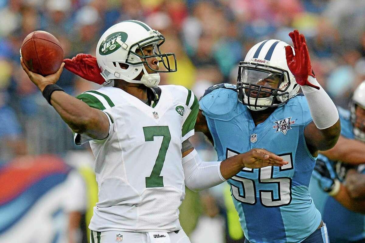 Titans linebacker Zach Brown (55) pressures New York Jets quarterback Geno Smith (7) in the third quarter Sunday.