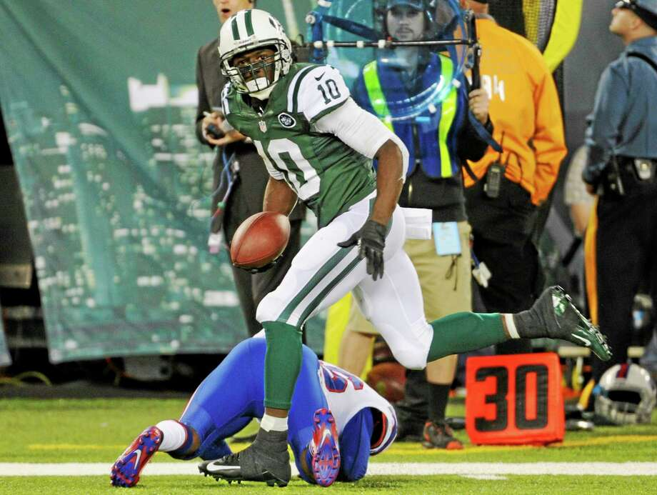 Receiver Santonio Holmes and the Jets will look to improve to 3-1 Sunday when they face the Titans. Photo: Bill Kostroun — The Associated Press  / FR51951 AP