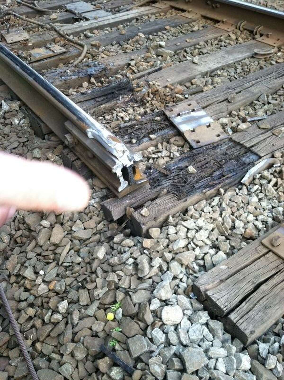 Picture shows joint bars at point of derailment. Photo courtesy George Cahill.