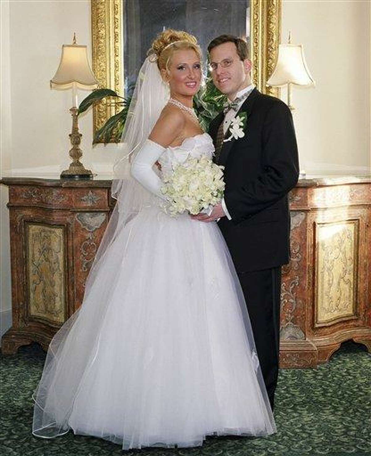 In this Dec. 2003 photo provided to the Associated Press by H&H Photographers, Todd Remis is shown with his then-bride Milena Grzibovska of Latvia during their wedding at Castle-on-the Hudson in Tarrytown, N.Y. Remis, now divorced, sued H&H Photographers in 2009, saying the studio did a shoddy job of shooting the wedding and didn't make good on a promise to retouch the pictures; the studio says it stands by its work and offered to adjust the pictures. (AP Photo/H&H Photographers)