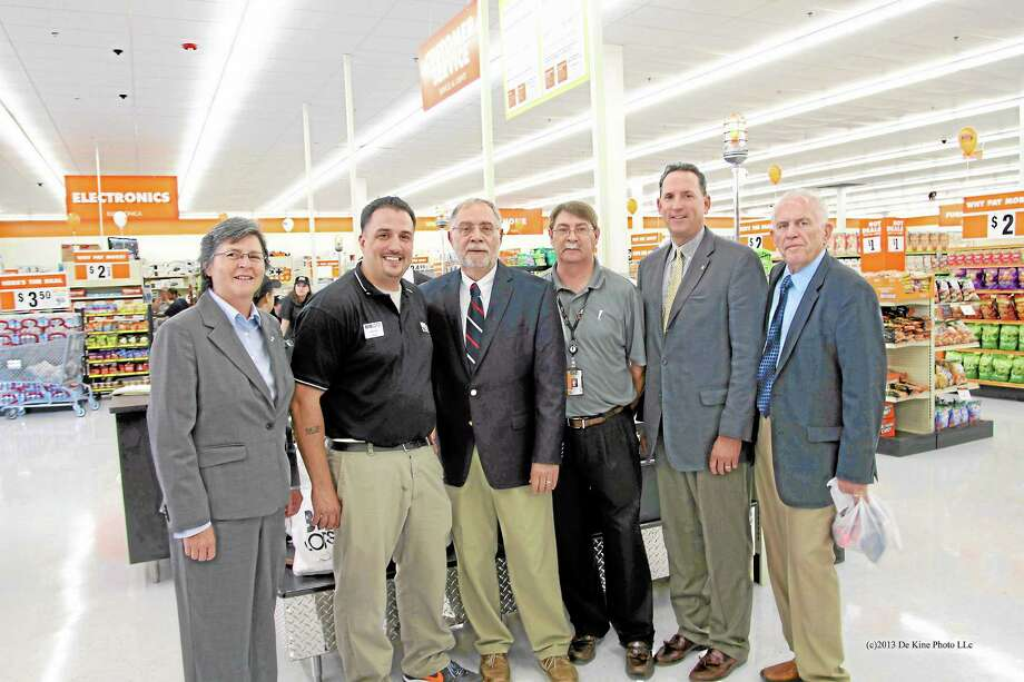 De Kine Photo LLC From left, Darlene Briggs, chairwoman of Middlesex County Chamber of Commerce, Miguel Arroyo, store manager at Big Lots, Bob Santangelo, deputy mayor of Middletown, Armando Ferreira, district manager at Big Lots, state Sen. Paul Doyle and Larry McHugh, president of Middlesex County Chamber of Commerce. Photo: Journal Register Co. / (c)dekinephotoLLC2012