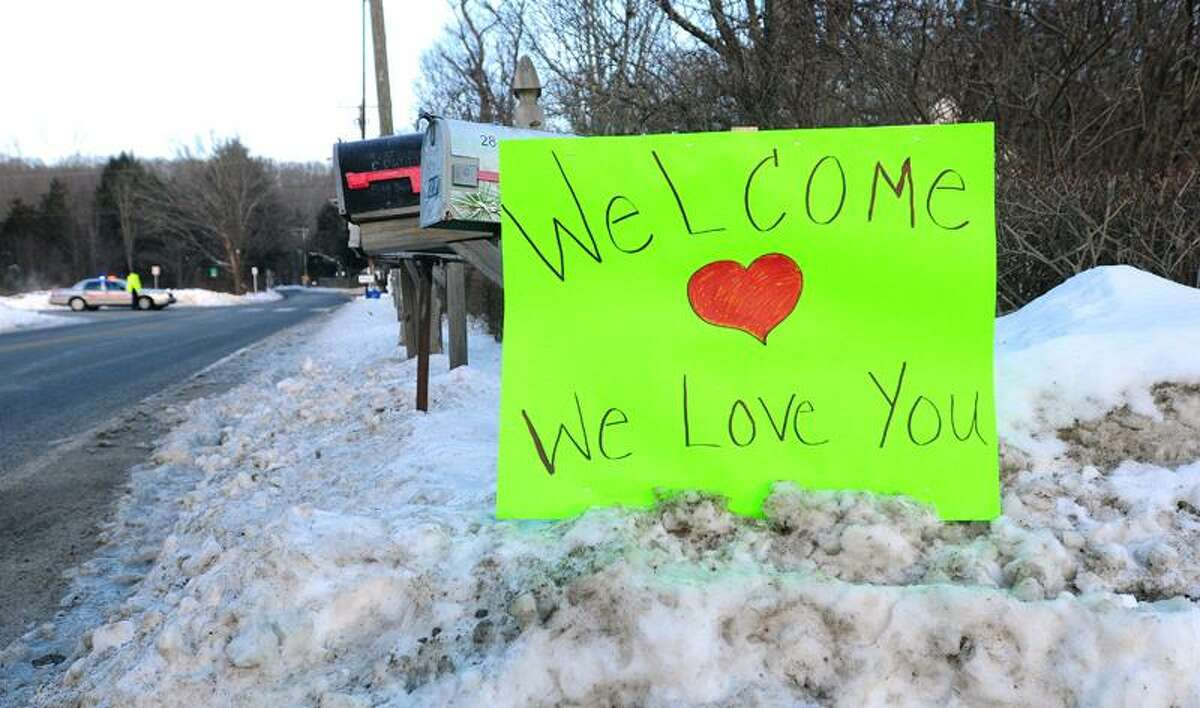A sign on Fan Hill Road in Monroe Wednesday welcomes students from Sandy Hook Elementary School to their new school in Monroe. Arnold Gold/Register