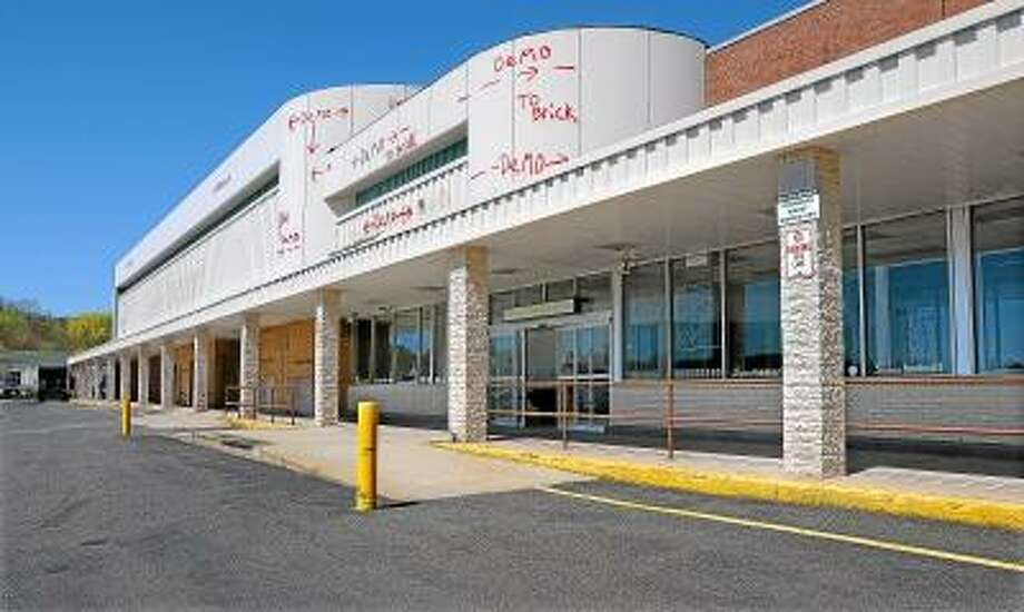 Catherine Avalone/The Middletown Press As North America's largest broadline closeout retailer, Big Lots is scheduled to open in the late summer of 2013 at the former A&P Food Mart at 820 Washington Street at Middletown Plaza. / TheMiddletownPress