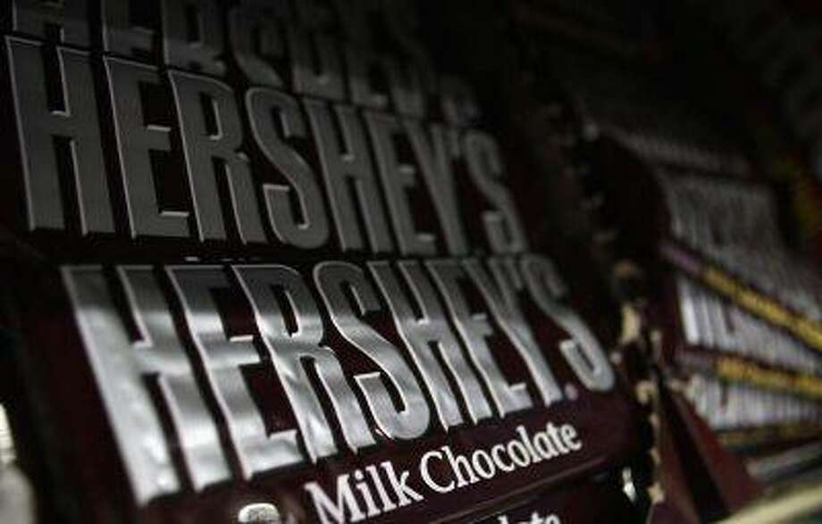 Hershey's candy bars are displayed at a gas station in Phoenix, Arizona October 27, 2011. REUTERS/Joshua Lott / X01971