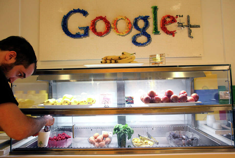 Google has experimented with putting fruit within easy reach of its employees, and keeping junk food hidden, at its Manhattan offices. Illustrates GOOGLE (category a), by Cecilia Kang (c) 2013, The Washington Post. Moved Monday, September 02, 2013. (MUST CREDIT: Photo by Yana Paskova for The Washington Post.) Photo: THE WASHINGTON POST / Yana Paskova