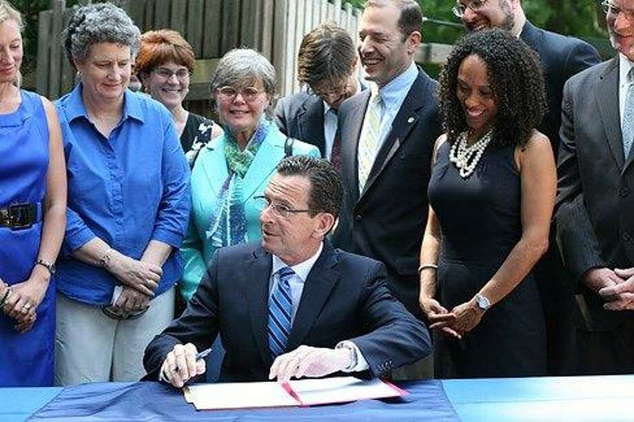 Gov. Dannel P. Malloy signs executive order creating the Office of Early Childhood. Christine Stuart/CT NewsJunkie