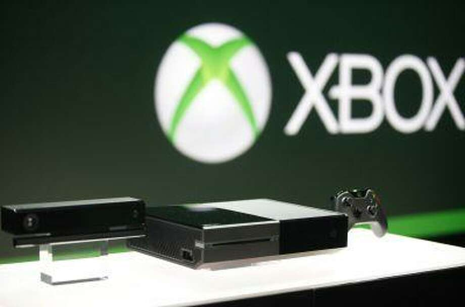 Xbox One (C) with the Kinect motions sensor (L) and the controller is pictured during a press event unveiling Microsoft's new Xbox in Redmond, Washington May 21, 2013. (REUTERS/Nick Adams) Photo: REUTERS / X03140