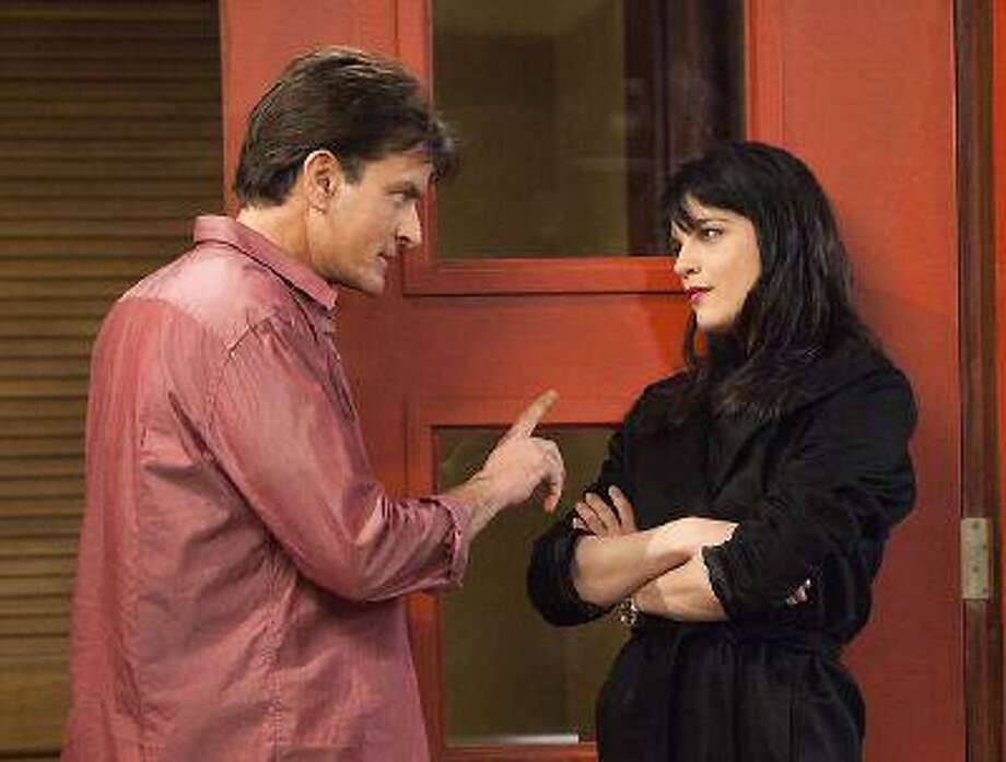 "Charlie Sheen as Charlie Goodson and Selma Blair as Kate Wales in a scene from the new comedy ""Anger Management."" (AP Photo/FX, Adam Rose)"
