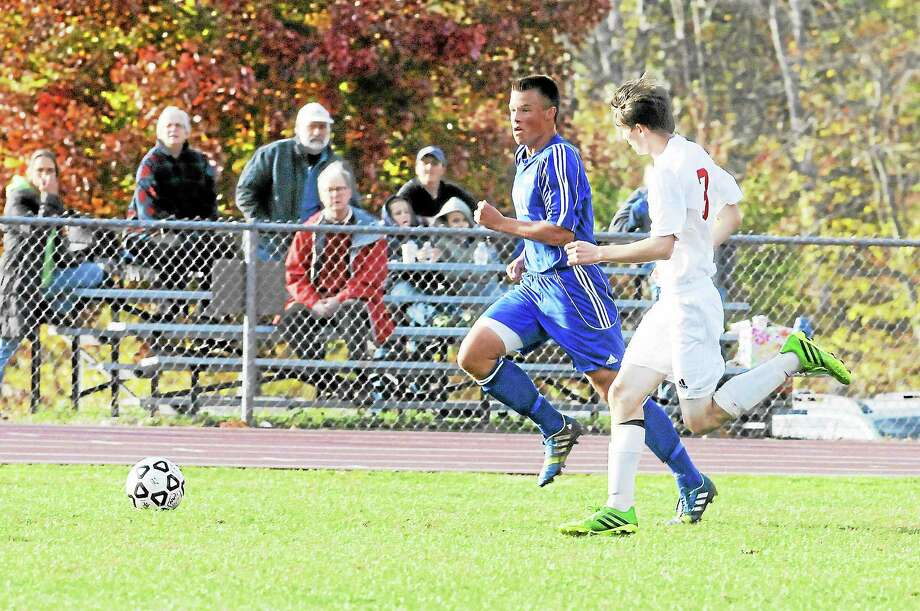 Freddy Marinelli runs up field for Lewis Mills in its 0-0 tie to Northwestern. Photo: Laurie Gaboardi — Register Citizen