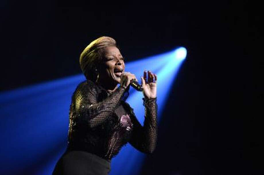 Mary J Blige performs at the 8th annual Apollo Theater Spring Gala Concert at The Apollo Theater on June 10, 2013 in New York City. Photo: WireImage / 2013 Shahar Azran