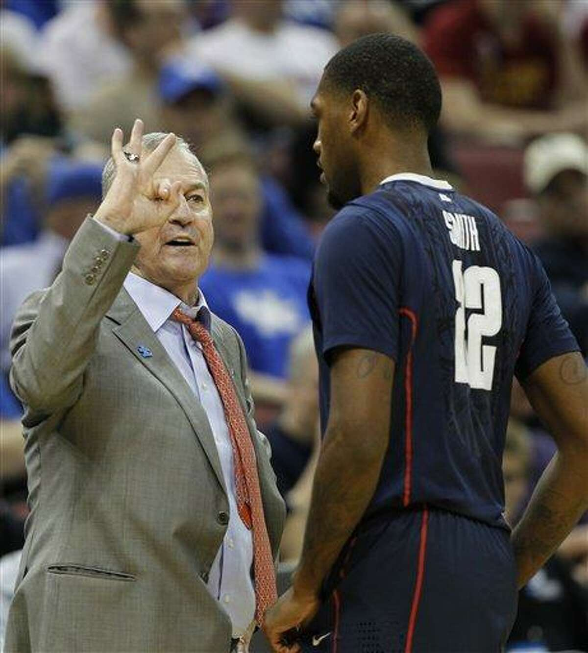 Connecticut head coach Jim Calhoun talks with Connecticut forward Roscoe Smith (22) in the first half of their NCAA tournament second-round college basketball game in Louisville, Ky., Thursday, March 15, 2012. (AP Photo/John Bazemore)