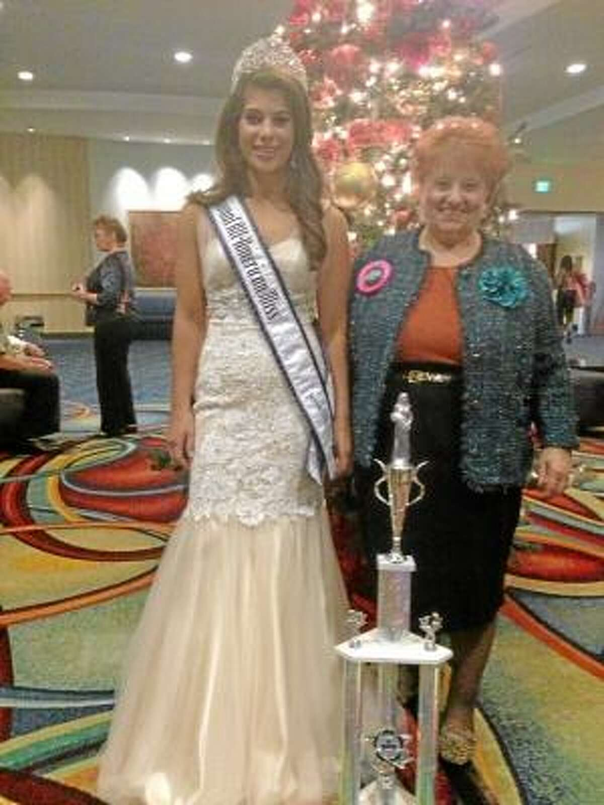 Savannah and grandmother Donna, November 2012 (Photo credit: Sandy Giammarco)