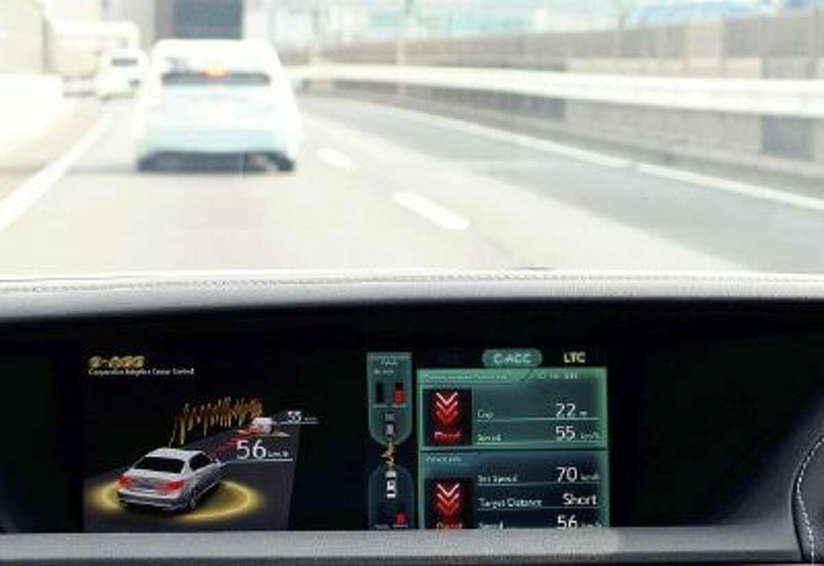 Automakers showcase vehicles equipped with the latest technology at the ITS World Congress Tokyo 2013 this week.