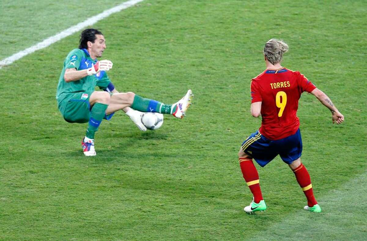 Spain's Fernando Torres scores his side's third goal past Italy goalkeeper Gianluigi Buffon, left, during the Euro 2012 soccer championship final between Spain and Italy in Kiev, Ukraine, Sunday, July 1, 2012. (AP Photo/Vadim Ghirda)
