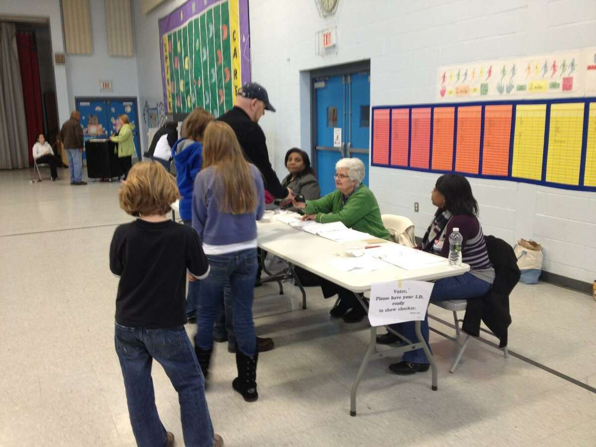 People in line to vote at Spencer School in Middletown Tuesday afternoon. Lauren Sievert/Middletown Press