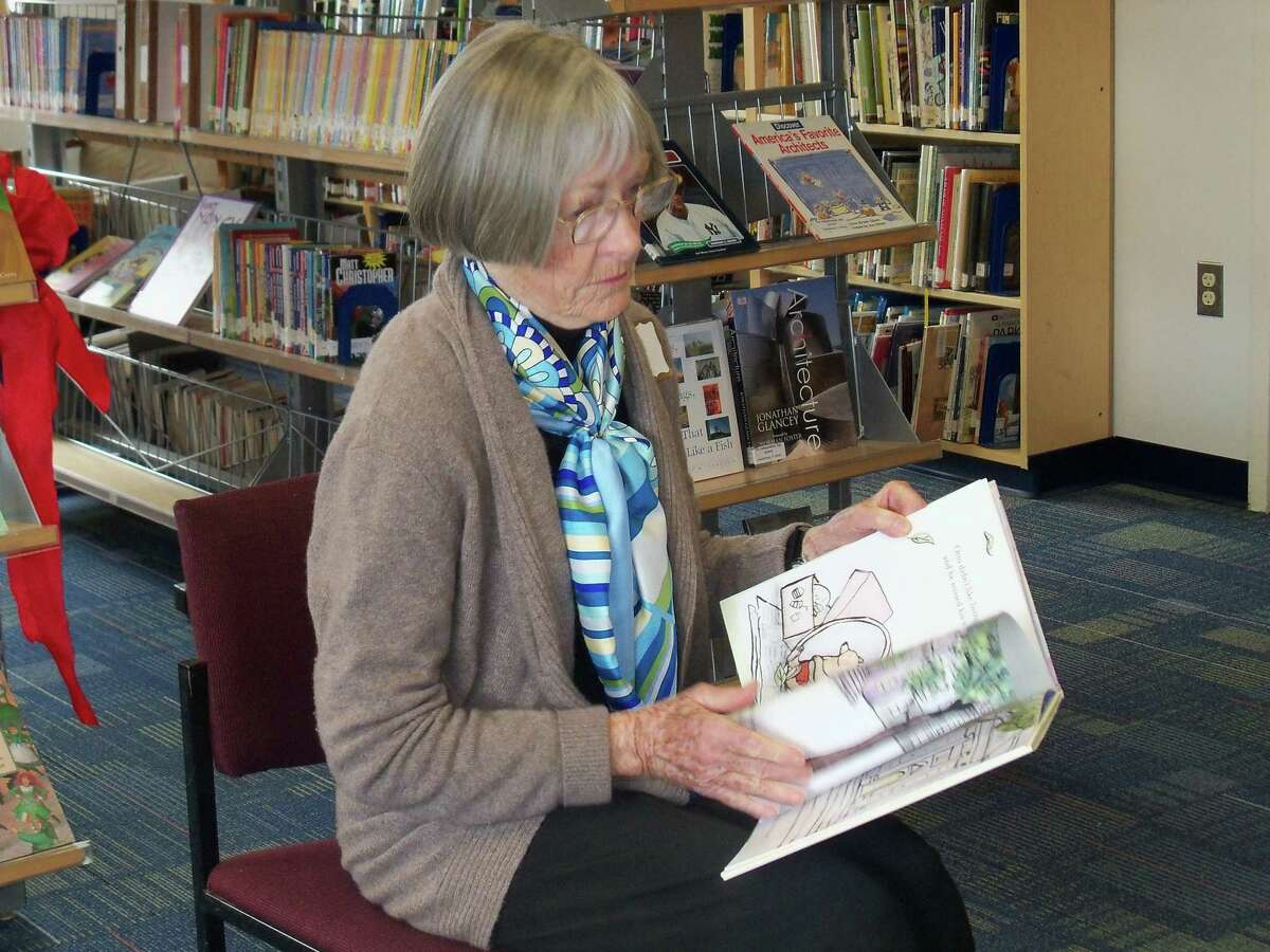 Jonetta Badillo I Middletown Press Frances Reynolds reads