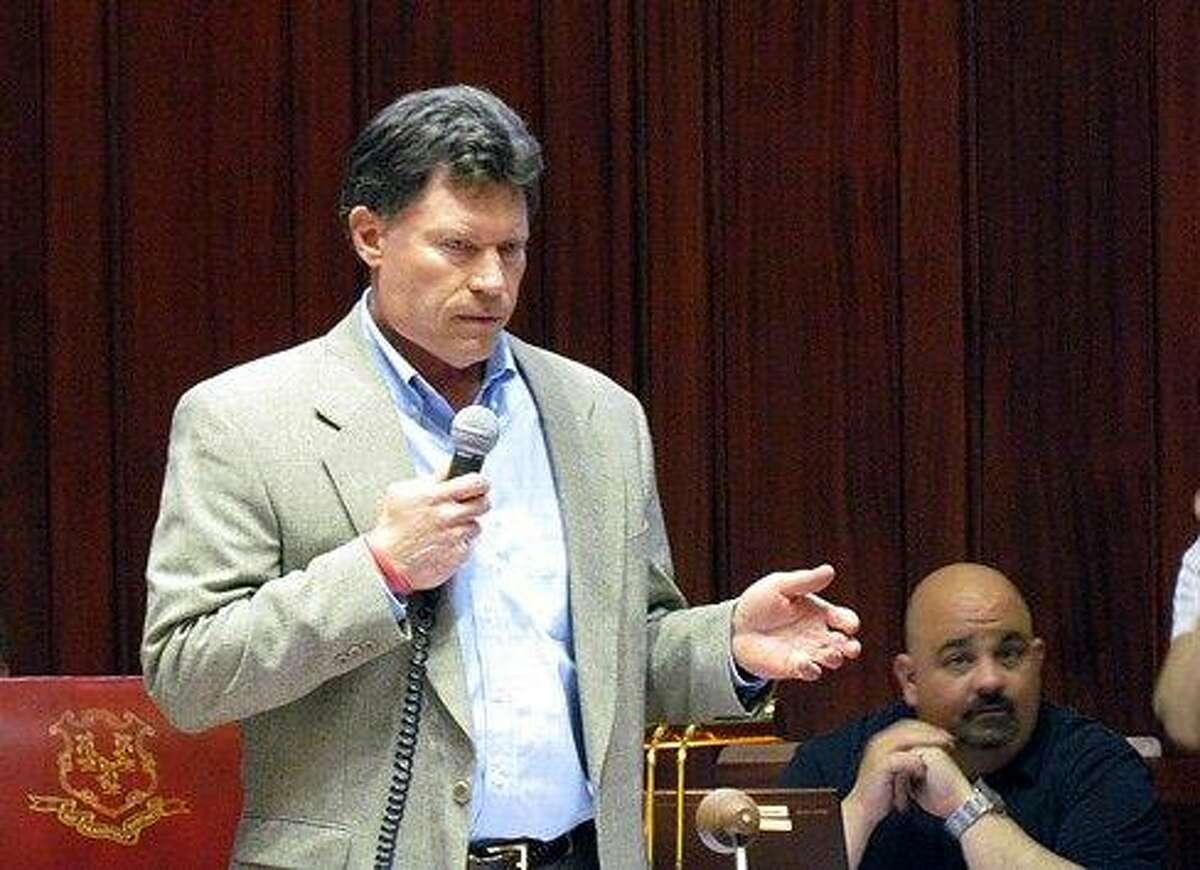 Sen. John Fonfara, D-Hartford, leads the debate on the bill. Christine Stuart/CT NewsJunkie