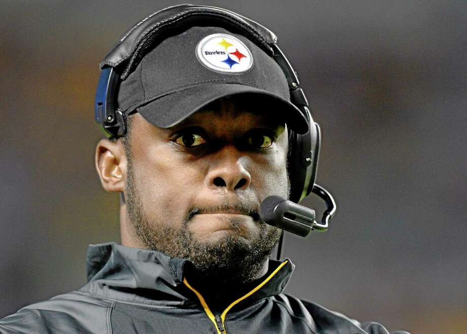 Coach Mike Tomlin and the Steelers will look to pick up their first win this season Sunday against the Jets. Photo: Don Wright — The Associated Press  / FR87040 AP